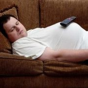 معایب خوابیدن روی کاناپه